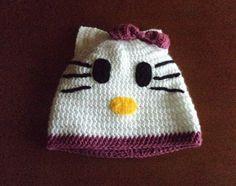 Mütze gehäkelt  Baby Fotoshooting Hello Kitty von zauberische Häkelhaken auf DaWanda.com