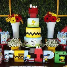 Tema: Snoopy! bolo lindo @artedaka @facafesta  #Loucaporfestas  #Loucaporfestas  #Loucasporfestas  #festainfantil  #kidsparty  #kidsparty  #aniversário #festadeaniversário  #snoopy  #snoopyparty  #festasnoopy