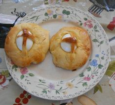 Portuguese Easter Bread and Epic Poetry - have to check out his tidbits in this post! by Paul De Lancey