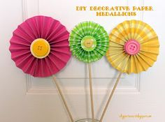 I Dig Pinterest: Party Decorations...DIY Decorative Paper Medallions