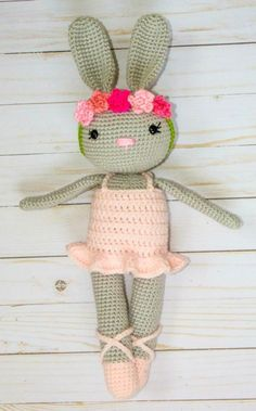 Ballerina Bunny - free pattern& tutorial @ The Friendly Red Fox, Thanks so xox ☆ ★   https://uk.pinterest.com/peacefuldoves/