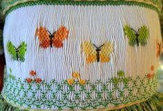 Smocking Plates, Smocking Patterns, Embroidery Stitches, Embroidery Patterns, Machine Embroidery, Smocked Baby Dresses, Smocked Clothing, Sewing Crafts, Sewing Projects