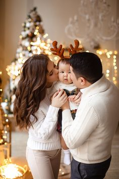 Xmas Photos, Xmas Pictures, Christmas Portraits, Family Christmas Pictures, Holiday Pics, Family Photos With Baby, Baby Girl Photography, Foto Baby, Christmas Photography