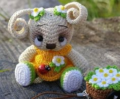 See this lovely rabbit crochet for decoration or gift for the person you love, is not it beautiful? This free crochet project
