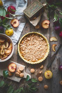 Crostata con prugne e amaretti (con frolla alle mandorle)-Plum and almond tart - Frames of sugar-Fotogrammi di zucchero