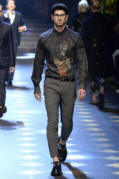 Dolce & Gabbana Fall 2017 Menswear Fashion Show Milan Fashion, Boho Fashion, Winter Fashion, Fashion Show, Mens Fashion, Guy Fashion, Dolce And Gabbana 2017, Domenico Dolce & Stefano Gabbana, Mens Trends