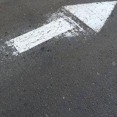 #Oakland #arrow #errantarrows #cement #concrete #asphaltart #lineart #urban #urbanart #urbanarcheology #pavement #hardscape #streetart #modern #modernist #accidentalart #abstractart #abstract #art #lookdown #unintentionalart #unexpectedart #crosswalk #minimalist #minimal #intersection #asphaltography #roadart #streetmarkings #parkinglot