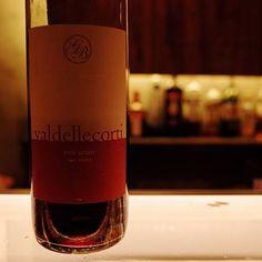 まるで赤ワイン なロゼ Val delle corti rose scuro . 赤ワインのような香り味だけどタンニンがなく爽やかな後味ですちょっと良いワイン(700)でご用意しています . #東中野 #リエーブル #lievre #立ち飲みワインバー #立ち飲みワイン #立ち飲み #ワインバー #ワイン ##赤ワイン #白ワイン #ロゼワイン #ロゼ #グラスワイン
