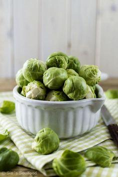 Rosenkohl I Brussels sprouts Fall Vegetables, Green Veggies, Fruit And Veg, Fruits And Veggies, Junk Food, Vinaigrette, Crispy Sweet Potato, Weird Food, Greens Recipe
