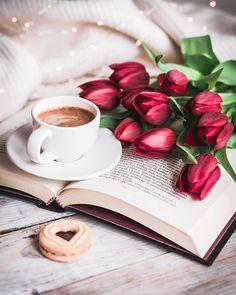 ) tus propias imágenes y videos en We Heart It Coffee Corner, Coffee Set, I Love Coffee, Coffee Cafe, Hot Coffee, Coffee Break, Café Espresso, Good Morning Coffee, Breakfast Tea