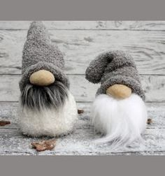 Christmas craft project has three of our favorite components to it: 1. A Scandinavian theme, 2. It's super easy to make, 3. It's an upcycling project, the main material comes from an old sock! / #Gnomes #ChristmasCrafts