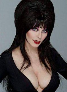 Cassandra Peterson - American Actress known for playing Elvira in Elvira Mistress of the Dark - born Manhattan, Kansas Hot Goth Girls, Gothic Girls, Goth Beauty, Dark Beauty, Elvira Makeup, Cassandra Peterson, Up Girl, Portraits, Beautiful Women