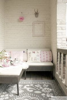 Small Patio Design Ideas, Pictures, Remodel, and Decor - page 2 i like the painted brick! Deco Pastel, Wall Design, House Design, Brick Design, Patio Design, White Wash Brick, White Bricks, Balkon Design, Interior And Exterior