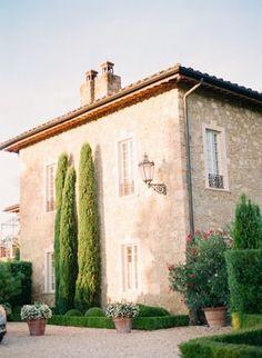 Beleza e imponência dos ciprestes italianos!