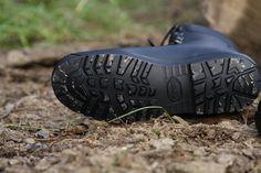 Konštrukcia obuvi je navrhnutá tak, aby tlmila nárazy v päte a bola zabezpečená pohodlná chôdza. Obuv od Slovenského výrobcu BOSP. http://www.armyoriginal.sk/1800/133223/kanady-celokozene-asr-gore-tex-bosp.html
