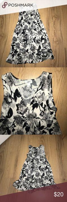 Ann Taylor LOFT XS cute dress ❤️ ANN TAYLOR LOFT dress with flowers ties in the front ❤️ XS Ann Taylor Dresses