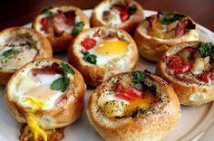 パンの中に 卵・ベーコンなど具材を入れて 塩こしょうかけて焼く pic.twitter.com/P3jzabnC0j