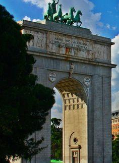 Arco de la Victoria, Plaza de la Moncloa, Madrid