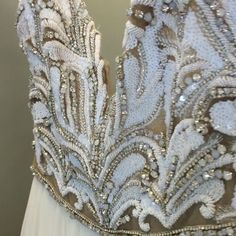 Much needed #sparkle for this gloomy #Monday ✨ #sopretty #teresagown from #hayleypaige #newcollection @misshayleypaige #weddingdress #nfhouston