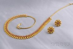 Gold and Ruby Necklace and Earstuds Gold Chain Design, Gold Bangles Design, Gold Jewellery Design, Fancy Jewellery, Antique Jewellery, Handmade Jewellery, Gold Necklace Simple, Gold Jewelry Simple, Ruby Necklace