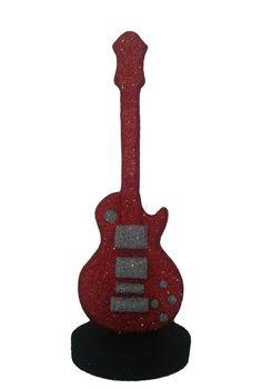 Enfeite de mesa Guitarra, perfeita para sua festa tem??tica, ela dar?? o toque especial a sua decora????o.    Produzida em isopor, pintada e banhada em Glitter, com detalhes em relevo.    Pode ser feita nas cores de sua prefer??ncia!! Consulte-nos! R$ 30,00
