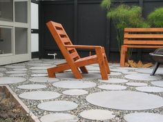 Tasteful, modern, and easy maintenance! Fantastic modern circles and rocks patio Landscaping With Rocks, Modern Landscaping, Outdoor Landscaping, Backyard Patio, Modern Patio Design, Cement Patio, Concrete, Patio Steps, Outdoor Living