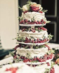 Wedding Cake 💞 . . . . . .  #عرس #زفاف  #weddingdress #weddingfashion #brideshoes #weddingshoes #fashion #instafashion #fashionista…