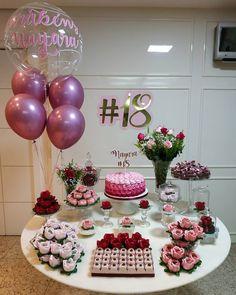 Mini party para uma festa adulta💗 Via - Bom dia com essa Lindeza de decoração!🎈 Via IG Por… 18th Birthday Party, Birthday Table, Birthday Celebration, Girl Birthday, Graduation Party Themes, Birthday Party Decorations, Wedding Decorations, Fiesta Party, Pink Parties