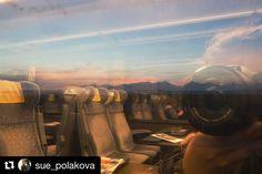 Tak tak tie výhľady cez okno sú úžasné...  #praveslovenske od @sue_polakova  Tatry trošku inak.