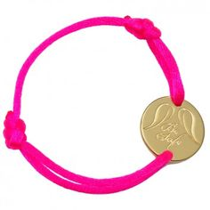 """Das wunderschöne Kinderarmband """"Be Safe"""" des beliebten Labels """"Be Safe Angel"""" ist ein tolles, besonderes Geschenk. Mit individueller Wunsch-Gravur auf einer Seite des vergoldeten Anhängers und lila-farbenem Band. Versandkostenfrei bei melovely.de"""