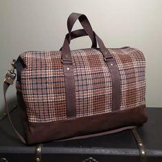 Atelier24 sur Instagram: Pour vous messieurs ! 😉 Un sac week-end, LE BOSTON, modèle Sacotin. En cuir marron vieilli de chez @deco_cuir, tissu military noir…