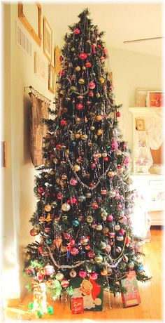 9 ft. Vintage Christmas Tree by Bluebird Becca, via Flickr
