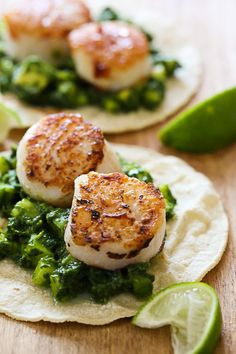Green Scallop Tacos – seared scallops on tortillas with a delicious green herb salsa. Perfect for Lent or Taco Tuesdays!  Smart Points: 8 Calories: 339