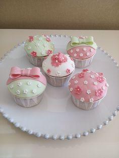 Cupcakes para batizado de menina (organizado pela Lima Limão)