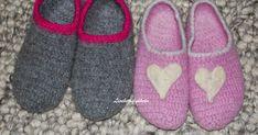 Heklede tovede tøfler er gode og varme på føttene. Selv om de blir litt våte så holder de deg varm.                        ... Felted Slippers, Slipper Socks, Mittens, Crocs, Ravelry, Sewing, Knitting, Stitching, Baby