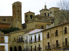 Trujillo. Cáceres. España. Notre Dame, Mansions, House Styles, Building, Travel, Home, Scenery, Architecture, Viajes