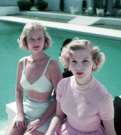 CZ Guest, left, with Joanne Connelly in Palm Beach, Fl; 1955 photo by Slim Aarons