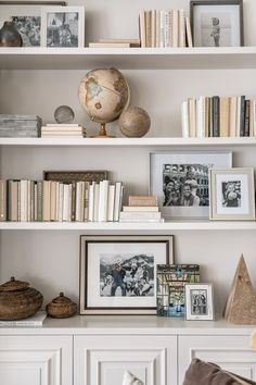 Rachel Parcell s Family Room Alice Lane Interior Design Photo by Rebekah Westover Styling Bookshelves, Decorating Bookshelves, Bookshelf Design, Bookcases, Bookshelf Ideas, Living Room Bookshelves, Shelves For Books, How To Decorate Bookshelves, Tumblr Bookshelf