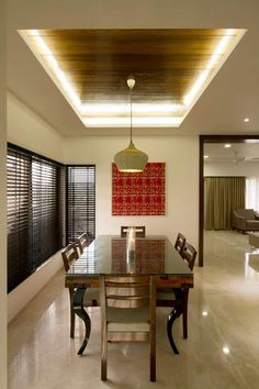 Sandeep gandhi bungalow modern dining room by p & d associates modern Sandeep Gandhi Bungalow: Dining room by P & D Associates Wooden Ceiling Design, Simple Ceiling Design, House Ceiling Design, Ceiling Design Living Room, False Ceiling Living Room, Bedroom False Ceiling Design, Home Ceiling, Dining Room Design, False Ceiling Ideas