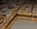 Medový moučník plněný luxusním karamelovým krémem – připravená za 20 minut!