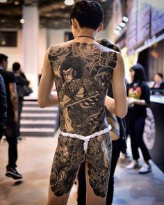 japanese with tattoos Japanese Back Tattoo, Japanese Tattoos For Men, Traditional Japanese Tattoos, Japanese Tattoo Designs, Japanese Tattoo Symbols, Japanese Sleeve, Mens Body Tattoos, Body Art Tattoos, Tattoo Samurai
