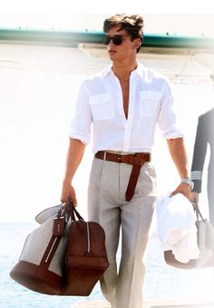 -Lifestyle This image represents a fashion forward guy traveling in style. Fashion Moda, Men's Fashion, High Fashion, Gentleman Mode, Gentleman Style, Sharp Dressed Man, Well Dressed Men, Stylish Men, Men Casual