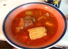 El churipo de Michoacan  es un platillo tradicional de esta región purépecha; es un caldillo de chile rojo con carne de res y verduras que se suele acompañar con corundas (tamales de ceniza, típicos de Michoacan).  Esta es la receta de churipo de carne. También hay un caldo de churipo de pescado.  De todas las que he hecho la que más me gusta es la de un joven chef Danais de Morelia, al que doy mi reconocimiento y agradecimiento.
