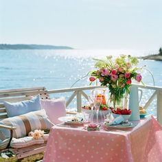Dining Al Fresco. Gorgeous and inspiring outdoor settings for the perfect summer evening! Outdoor Dining, Outdoor Spaces, Outdoor Decor, Coastal Style, Coastal Living, Coastal Cottage, Cottage Chic, Cottage Style, Home Tumblr