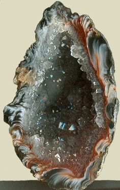 A Geode is: A small cavity in rock lined with crystals or other mineral matter. it has tiny crystals inside and if you keep one at home near. Minerals And Gemstones, Rocks And Minerals, Natural Gemstones, Buy Gemstones, Quartz Geode, Agate Geode, Beautiful Rocks, Mineral Stone, Rocks And Gems