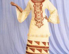Wrapper et chemisier bleu et jaune de brocart par NewAfricanDesigns