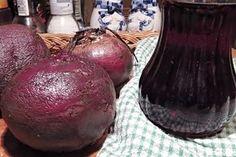 Tento sirup je výtečný přírodní lék na kašel, nachlazení, angíny a také může pomoci lidem, kteří trpí chudokrevností. Natural Medicine, Onion, Detox, Food And Drink, Potatoes, Homemade, Fruit, Vegetables, Cooking