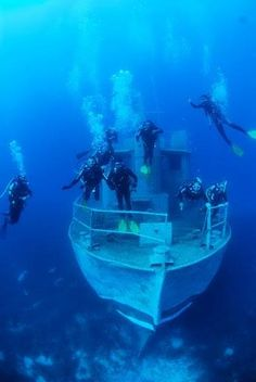 Scuba diving a shipwreck in Bodrum Turkey Version Voyages, www. Underwater Photos, Underwater Photography, Sunken City, Sea Diving, Abandoned Ships, Photos Voyages, Jolie Photo, Shipwreck, Deep Sea