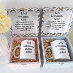 Caixa de madeira com caneca de porcelana para convidar padrinhos de batismo... #lembrançadeluxo #lembrancapersonalizada #batizado #batismo… Carton Box, Wedding Bridesmaids, Baby Room, Invitations, Mugs, Tableware, Gifts, Diy, Lucca