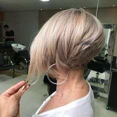 Sobre o Cut Short Bob❤️ - Kurzhaarfrisuren Line Bob Haircut, Pixie Haircut, Short Hair Cuts, Short Hair Styles, Bobs For Thin Hair, Choppy Bob Hairstyles, Glamorous Hair, Corte Y Color, Trending Hairstyles